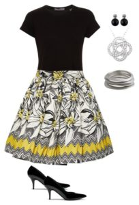 career outfit, printed skirt, t-shirt, jewelry. Great court reporter or attorney outfit